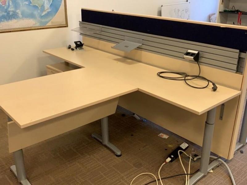 Стол офисный с регулировкой высоты