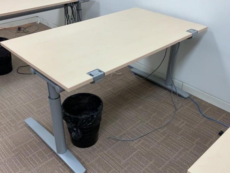 Стол офисный с регулировкой по высоте