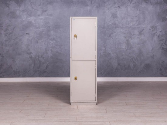 Шкаф-сейф металлический