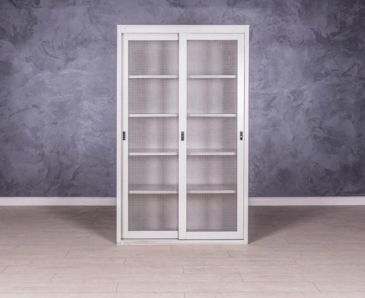 Шкаф металлический с полками