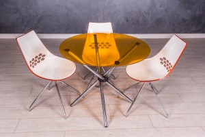 Столсо стульями Calligaris