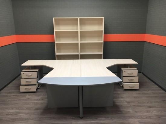 Комплект угловые столы с открытыми стеллажами