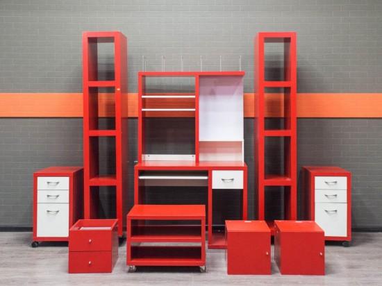 Стол компьютерный для школьника, красный