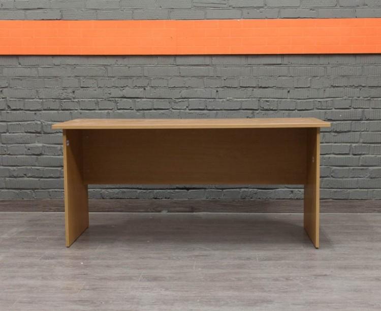 Прямой письменный стол в офис