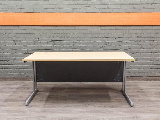 Компьютерный стол на металлическом каркасе, бук