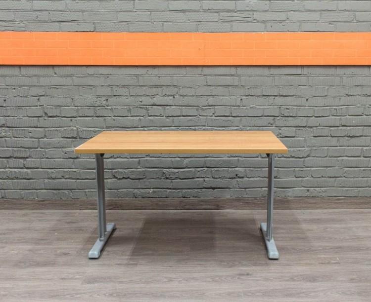 Стол прямой на металлическом каркасе, ольха. Офисная мебель бу