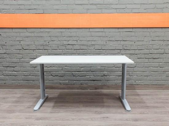 Компьютерный стол в офис, белый