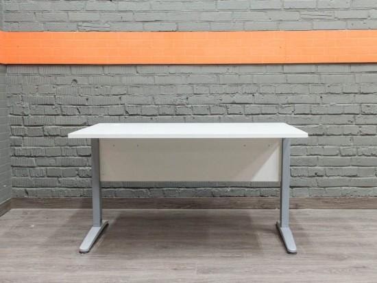 Компьютерный стол на металлическом каркасе