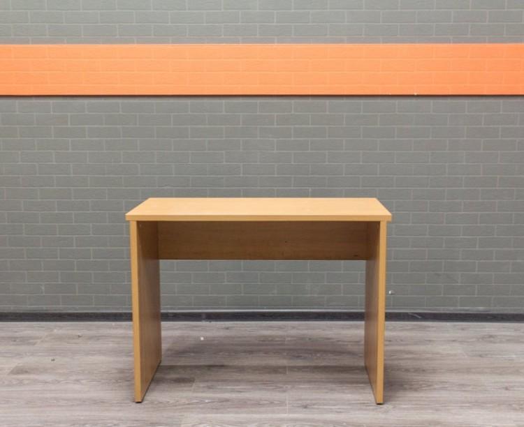 Офисная мебель бу. Стол  прямой для сотрудника офиса, бук