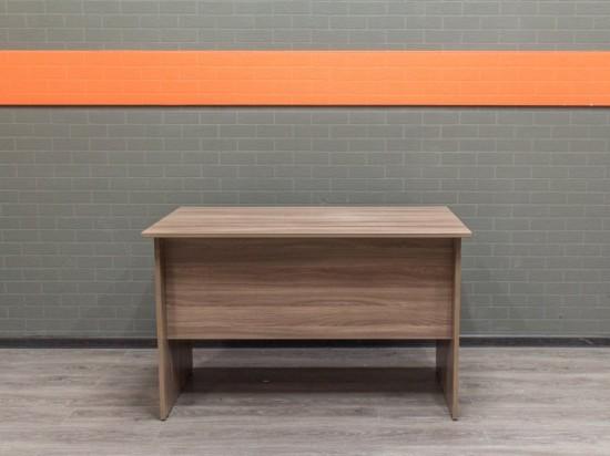 Стол прямой письменный, ясень. Офисная мебель бу.