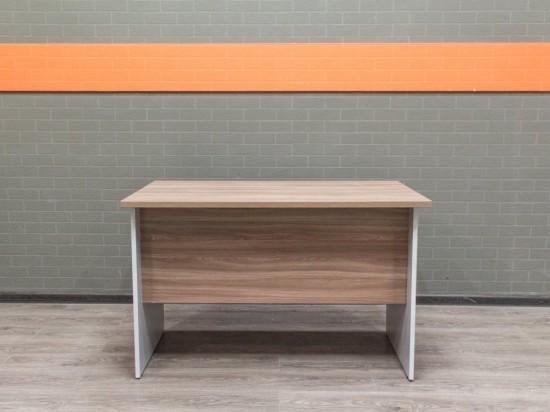Офисный стол прямой, ясень. Офисная мебель бу