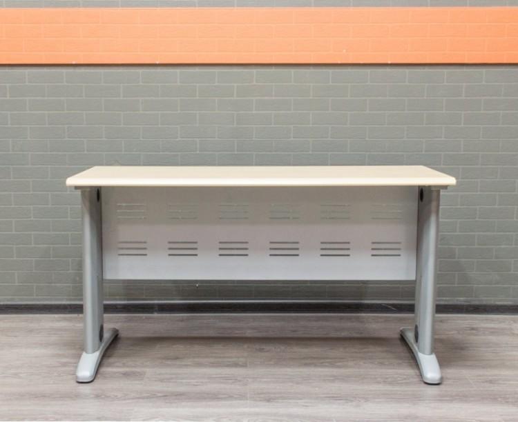 Стол офисный прямой, клен, 140х60, МДФ и металл