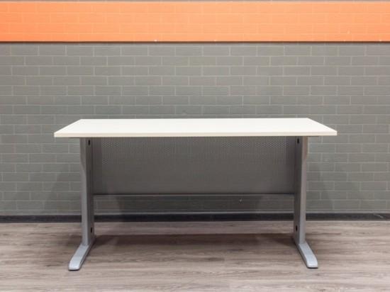 Компьютерный стол в офис, металл и ЛДСП, клен