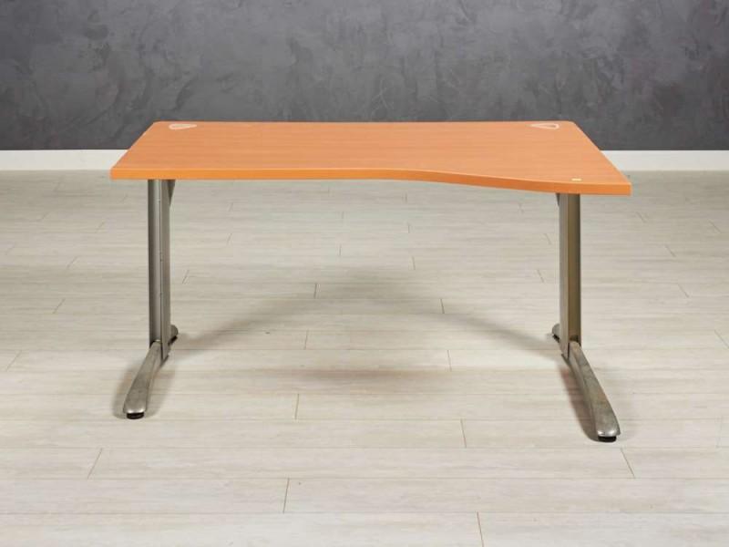 Стол офисный  эргономичный Steelcase 1400х1000х720, цвет бук, основа металл