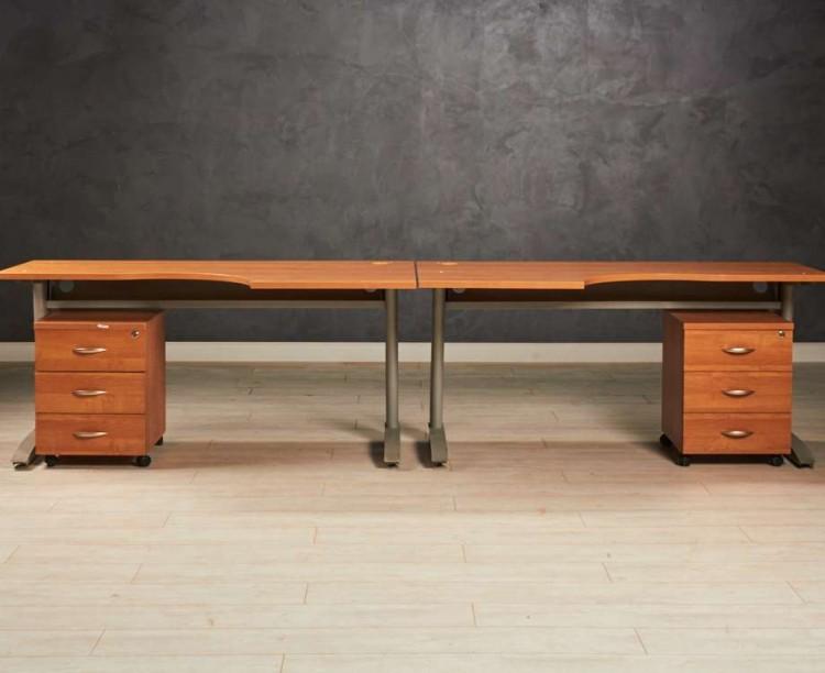 Комплект угловых столов