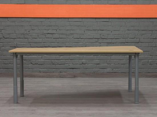Kinnarps Угловой компьютерный стол
