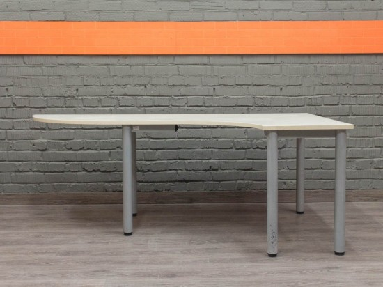 Офисная мебель бу. Эргономичный офисный стол, клен