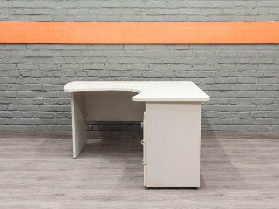 Компьютерный стол со встроенной тумбой