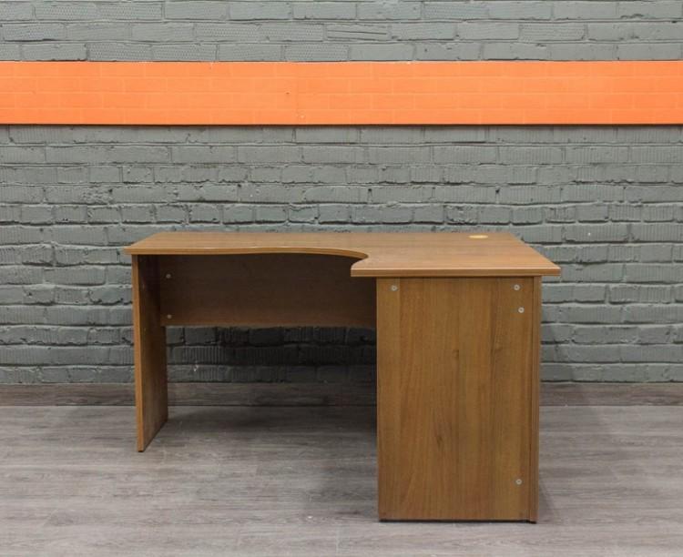 Компьютерный стол угловой, орех Офисная мебель бу.