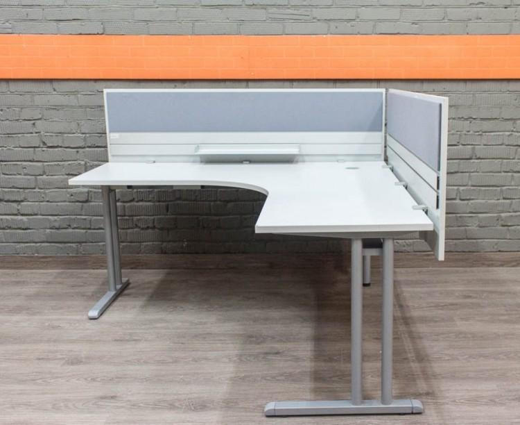 Офисная мебель бу. Компьютерный стол с экранами, серый