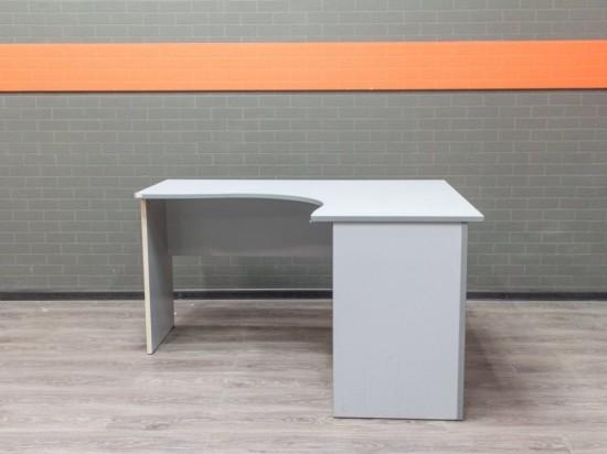 Офисная мебель бу. Стол угловой в офис, серый