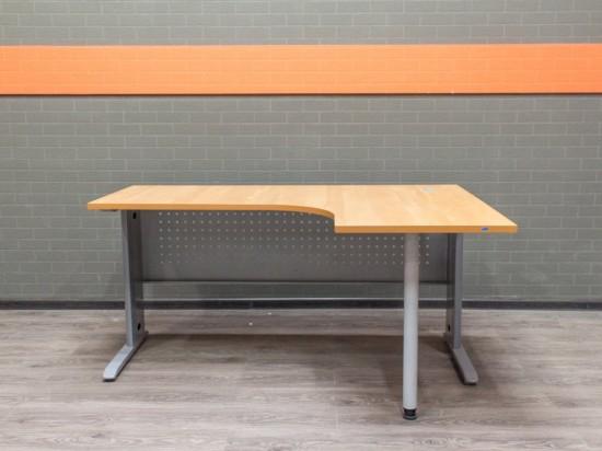 Стол офисный угловой, металл. Офисная мебель бу