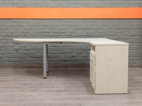 Эргономичный стол с тумбой