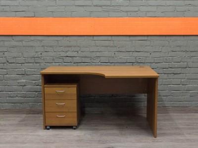 Эргономичный компьютерный стол с тумбой, орех