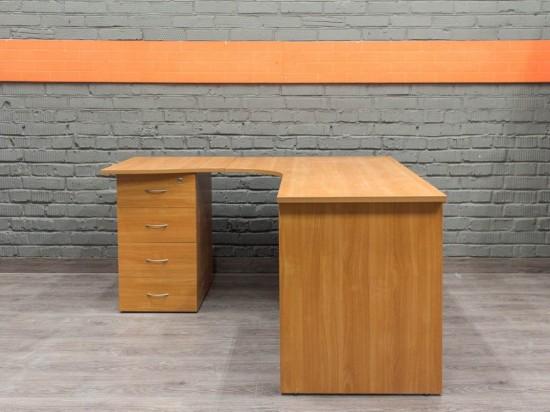 Угловой стол с приставной тумбой, ольха Офисная мебель бу.