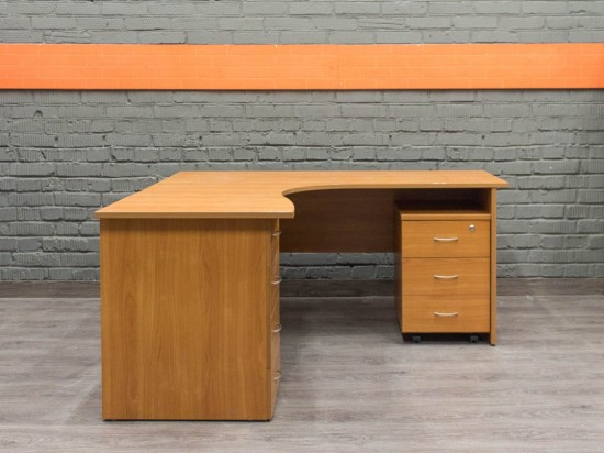 Угловой стол с двумя тумбами, Офисная мебель бу. ольха