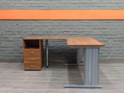 Компьютерный стол с тумбой в офис, металл