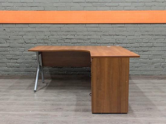 Офисный стол с тумбой, металл