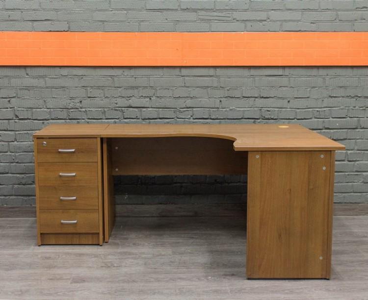 Офисная мебель бу. Компьютерный стол с тумбой, орех