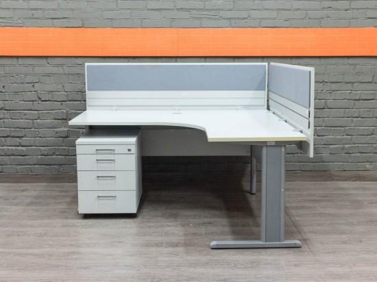 Офисный стол с экранами, серый Офисная мебель бу.