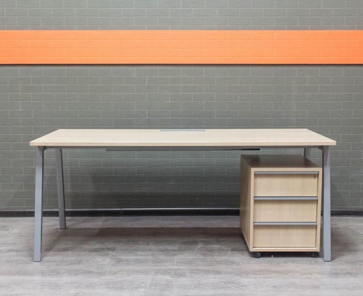 Стол с тумбой Narbutas & Co, Офисная мебель бу