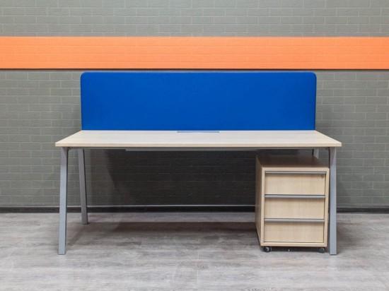 Стол офисный с тумбой и экраном, Офисная мебель бу. дуб