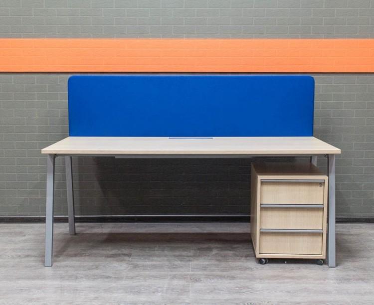 Стол офисный с экраном, дуб, Офисная мебель б/у