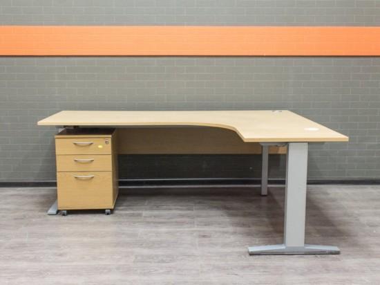 Офисный стол BENE с тумбой, шпон дуба Офисная мебель бу