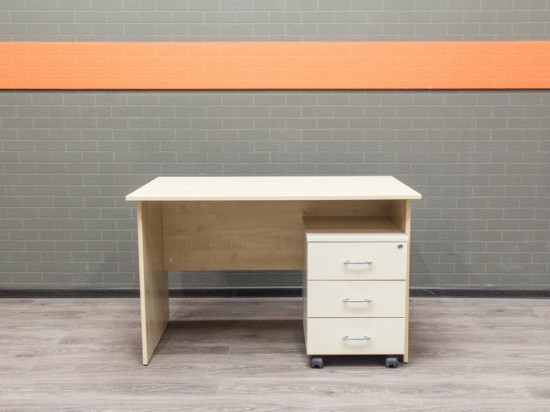 Письменный стол с тумбой, клен. Офисная мебель бу