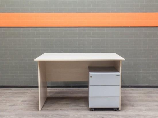 Офисный стол с тумбой. Офисная мебель бу, металл