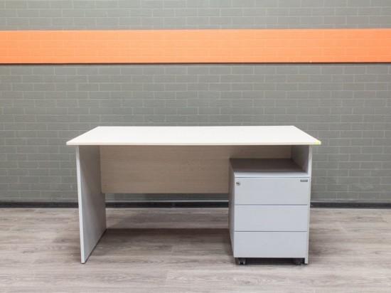 Стол офисный с металлической тумбой