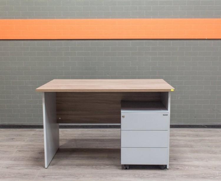 Стол офисный с металлической тумбой, ясень и серый