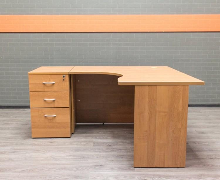 Стол угловой с тумбой, офисная мебель бу