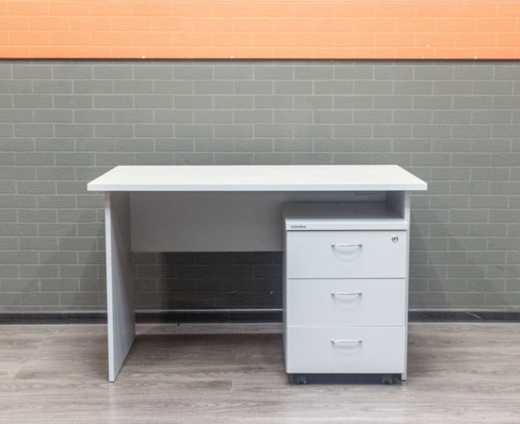 Стол офисный с тумбой, сосна и серый, 120х70