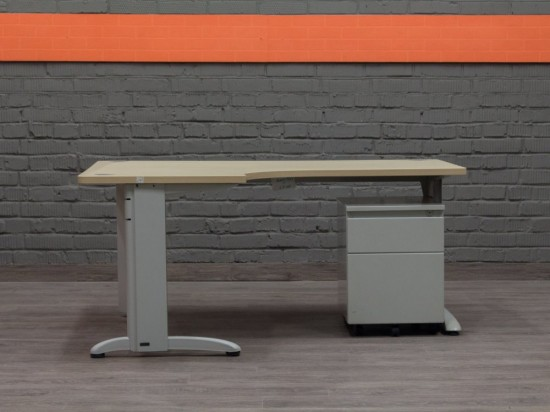 Компьютерный стол с тумбой Steelcase.