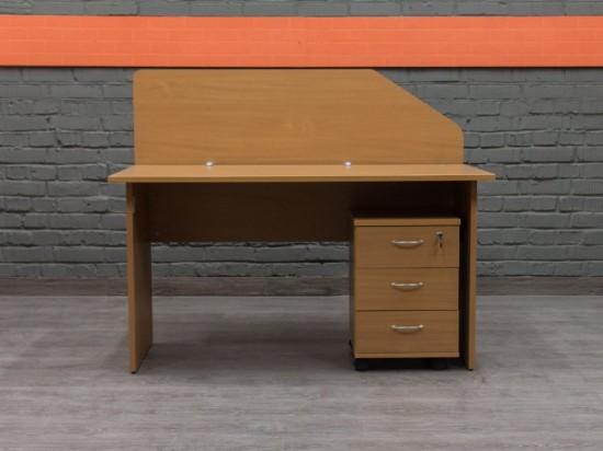 Офисный стол с экраном и тумбой