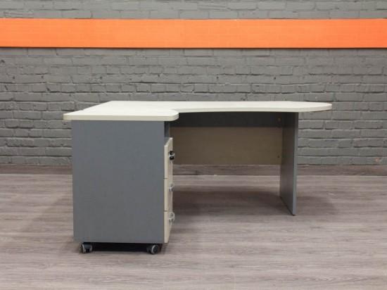 Дизайнерский офисный стол с тумбой