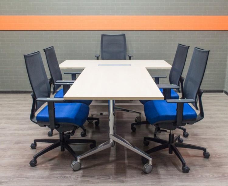 Стол руководителя Wiesner Hager с креслами Sitland