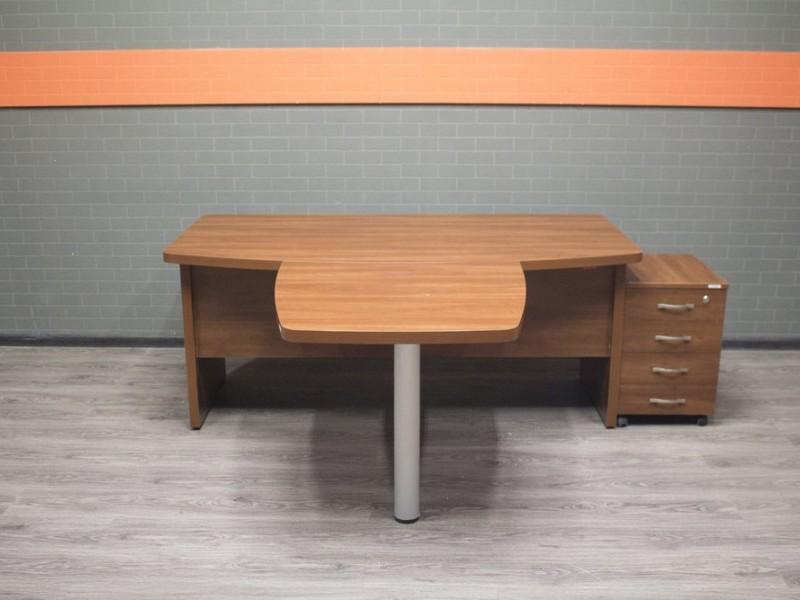 Стол для руководителя, красный орех