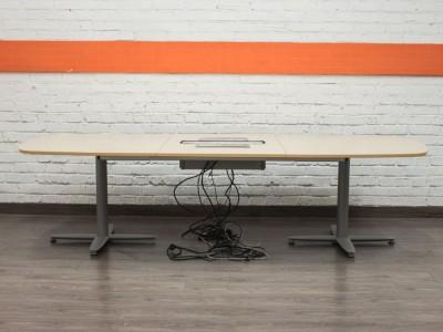 Стол в переговорную со встроенными розетками mbl08001